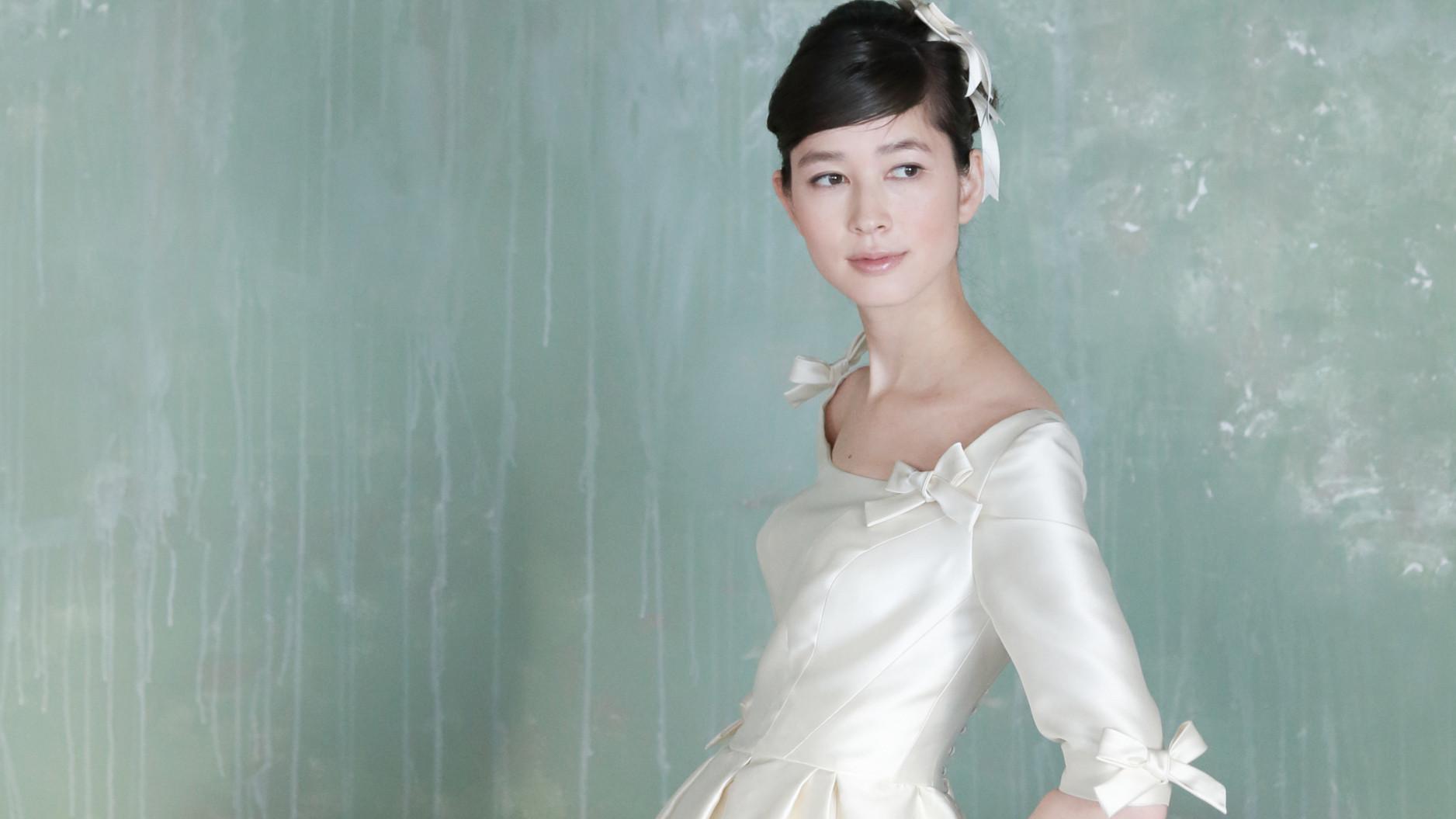素材感の良さは、ウエディングドレスの魅力のひとつです。